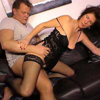XXX Omas - Harde porno neuken met dame van DUTSE RIJPEVOUW