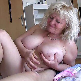 Oldnanny Povkas Ladies leikkii Pieni Kulli