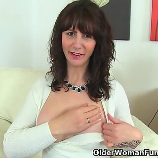 Scottish cougar Toni Lace dips her thumbs into her tasty cunt