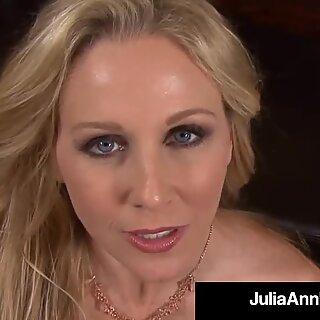 Näkökulma, jossa kulli Julia Ann sucks & Milms Sininen pallit!