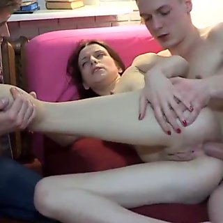 Cuckolding amateur gf receives gapeshot