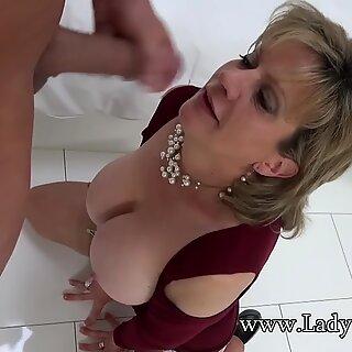 Lady Sonia dojrzałe slut natłuszczone up and sucking pała