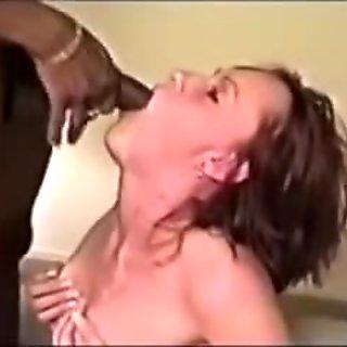 Hubby films wife engulfing massive 10-Pounder