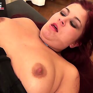 FUN MOVIES Going down on the busty maid