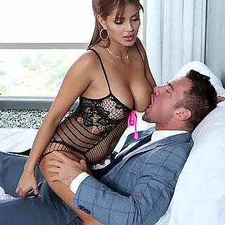 Bianca Dráždi a šuká ju Šťastanní muž