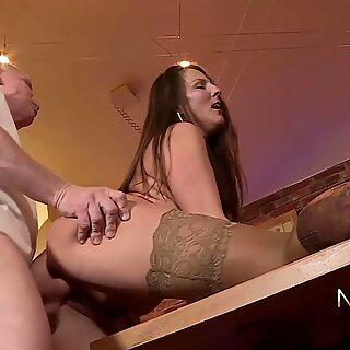 Rentner Fickt Geile MILF - Valentina Ross