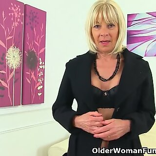 English gilf Elaine tells about her dirty hobby