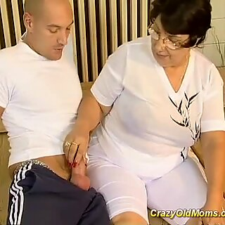 Brunette busty old mom fucked