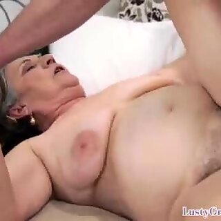 Dickloving gilf gets pounded by younger guy