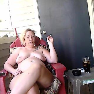 إيم اريد انيكها يتحدث عن كيف شرعت تدخين