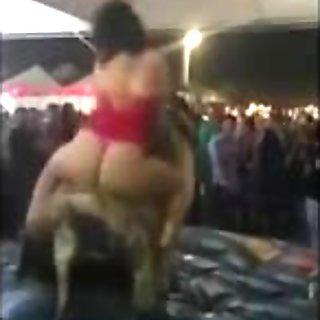 PAWG Rides Huge Bull