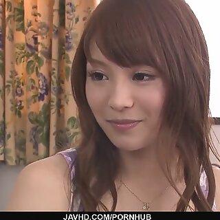 Maomi Nakazawa antaa kuumimmat aasialaiset blowjobs