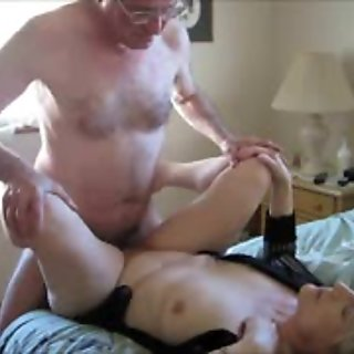 Her Weekly Cuckold Adventure - Horny Amateurs