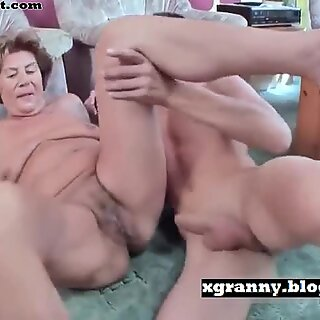 Babcie seks z chłopakiem i tyłek pieprzony