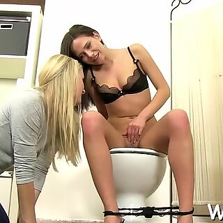 She's pissing in her own mouth