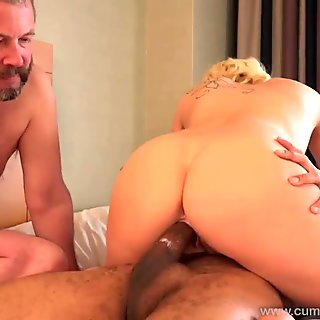Cindy Lou makes her soon ex-hubby a cuckold