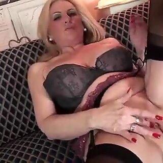 Dojrzałe mamuśki, pierwsza masturbacja wideo