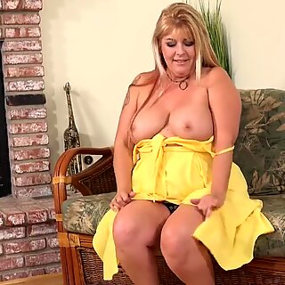 Big mature mom with hungry vagina