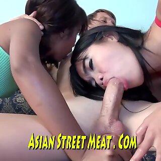 Cincin melalui puffies dan vagina basah yang lezat di bangkok