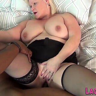 Brit Gran Lacey Star Sucks ja Titfucks BBC