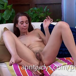 Sable Renae Plays with a new hitachi