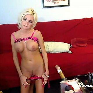 Busty sex machine webcam with Torrey Pines