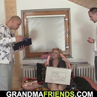 Skinny blonde old lady spreads legs for two men