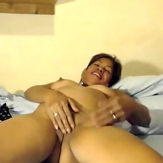 Filipina cougar granny shows masturbation