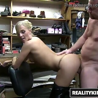 RealityKings - Milf Hunter - (Hunter, Jessica) - Fixing To Bang