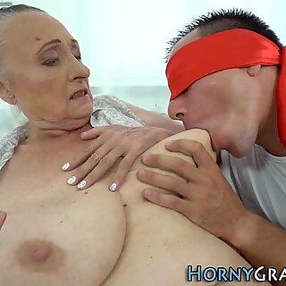 Lihavan isoäiti perseestä