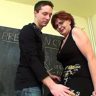 Opiskelija vituttaa paljon vanhemman Opettajan