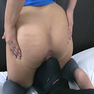 she makes slave eat her asshole clean