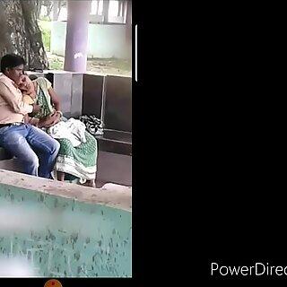 Etelä-aasialainen todella piilotettu kamera julkinen tirkistelijä sukupuoli kiinni kiinni puistossa